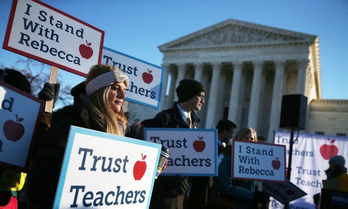 People against the California Teachers Union rally in front of the U.S. Supreme Court building in Washington on Jan. 11, 2016. (Mark Wilson/Getty Images)