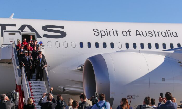 The crew disembarks in Sydney. (James D Morgan/Qantas)