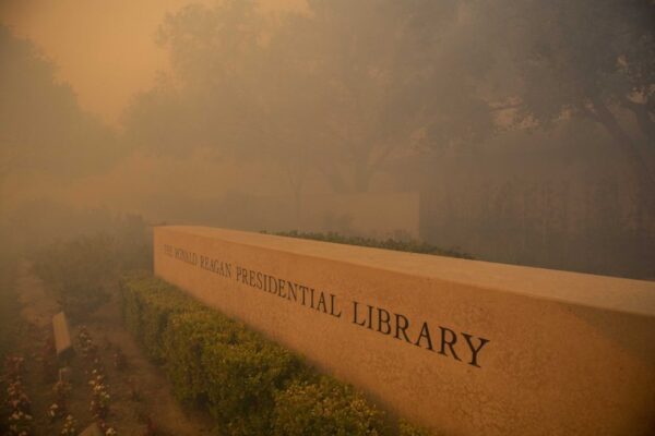 Smoke engulfs around the Ronald Reagan Library during the Easy Fire
