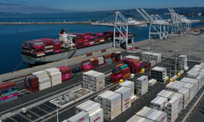 A ship in a berth at the Port of Oakland Transbay Container Terminal in Oakland, Calif., on Sept. 3, 2019. (Justin Sullivan/Getty Images)