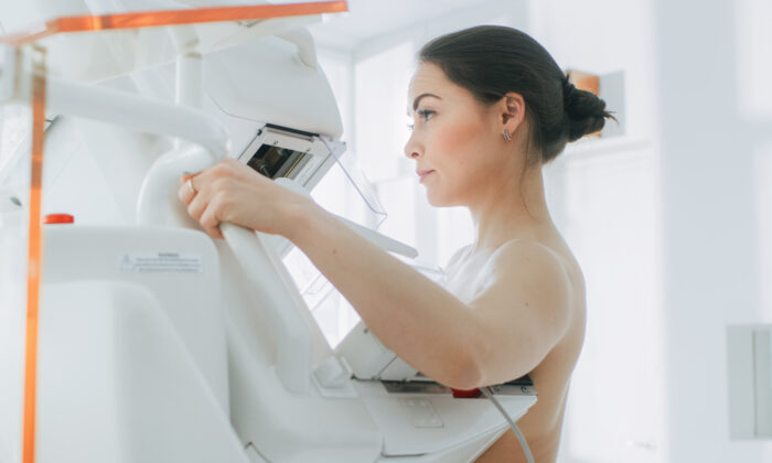 Regular 2D mammograms are less likely to show false alarms compared to 3D mammograms, according to one 2016 study. som(Gorodenkoff/Shutterstock)