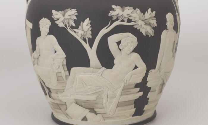 The original Portland Vase by Josiah Wedgwood. Jasperware (WWRD/Wedgwood Museum)