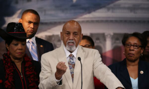 Rep. Alcee Hastings Accused of Violating House Rule With Congressional Staff Relationship