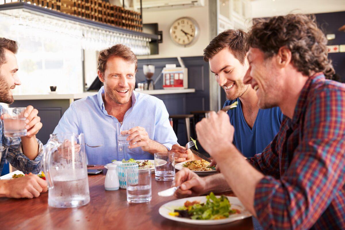 бесплатных объявлений фотографии обедающих мужчин них