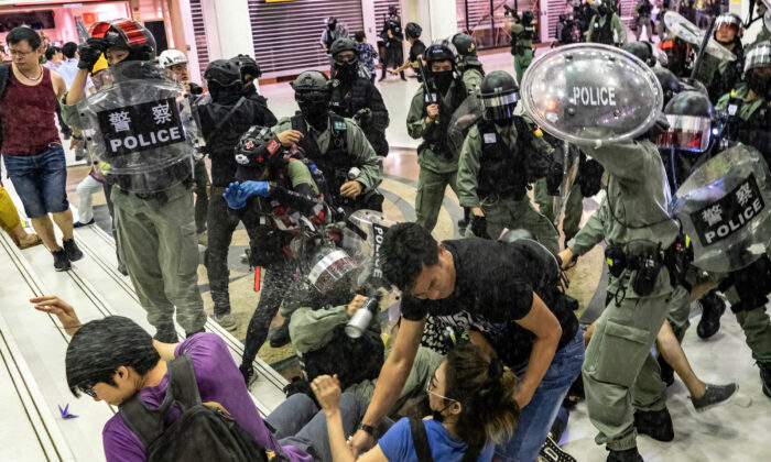 A riot police uses pepper spray as they attempt to make arrest in a shopping mall during a rally in Hong Kong, China, on Nov. 3, 2019. (Anthony Kwan/Getty Images)