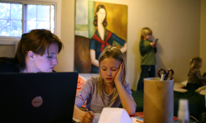 A mother helps her daughter with homework in West Sacramento, Calif., on March 5, 2009. (Justin Sullivan/Getty Images)