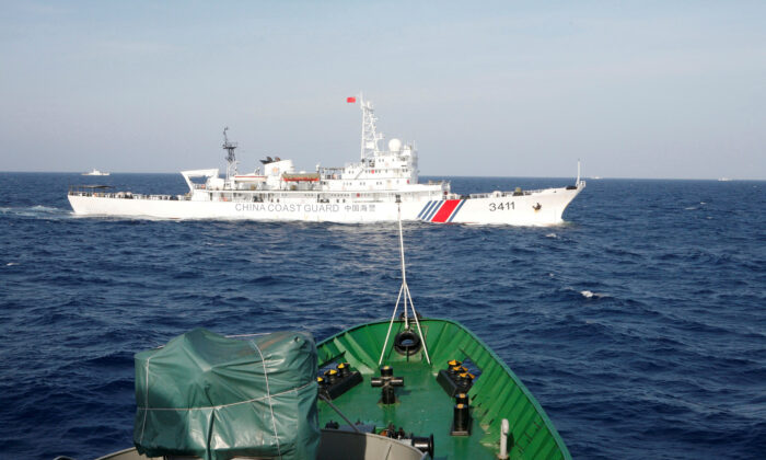 A ship (top) of the Chinese Coast Guard is seen near a ship of the Vietnam Marine Guard in the South China Sea, about 210 km (130 miles) off shore of Vietnam on May 14, 2014. (Nguyen Minh/Reuters)