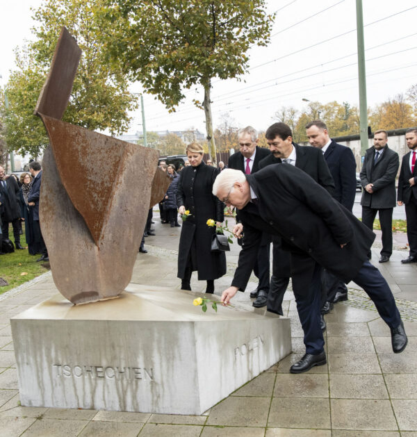 German president Frank-Walter Steinmeier, in front, Hungary's President Janos Ader , Czech Republic's president Milos Zeman, Slovakia's president Zuzana Caputova and Poland's president Andrzej Duda lay down roses at the Visegard Four monument in Berlin at a ceremony marking the 30th anniversary of the fall of the the Wall in Berlin, Germany, Nov. 9, 2019. (Bernd von Jutrczenka/dpa via AP)