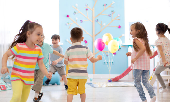 A group of children play tag and run about. (Shutterstock)