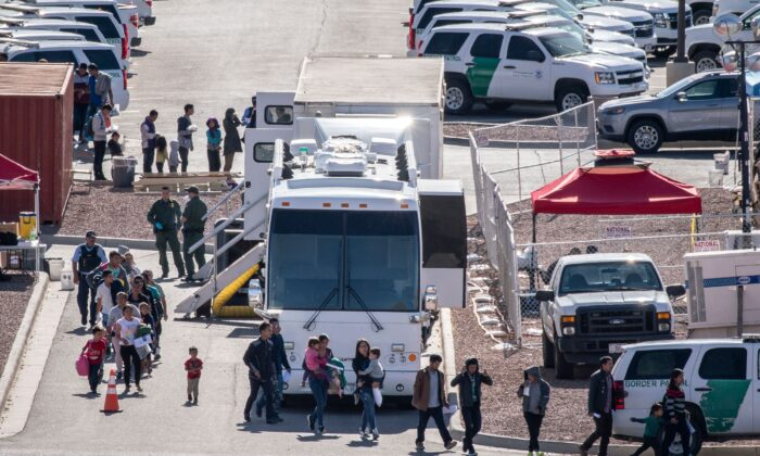 Migrants board buses to take them to shelters after being released from migration detention at the Customs and Border Protection - El Paso Border Patrol Station on the east side of El Paso on April 28, 2019. (PAUL RATJE/AFP via Getty Images)