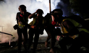 Police Besiege Hong Kong Campus in Nighttime Clashes With Student Protesters