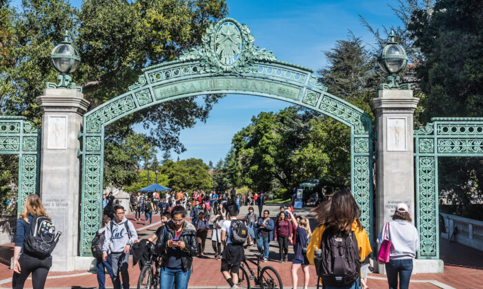 Students pass through Sather Gate of the college campus at UC Berkeley, California. (David A. Litman/Shutterstock)