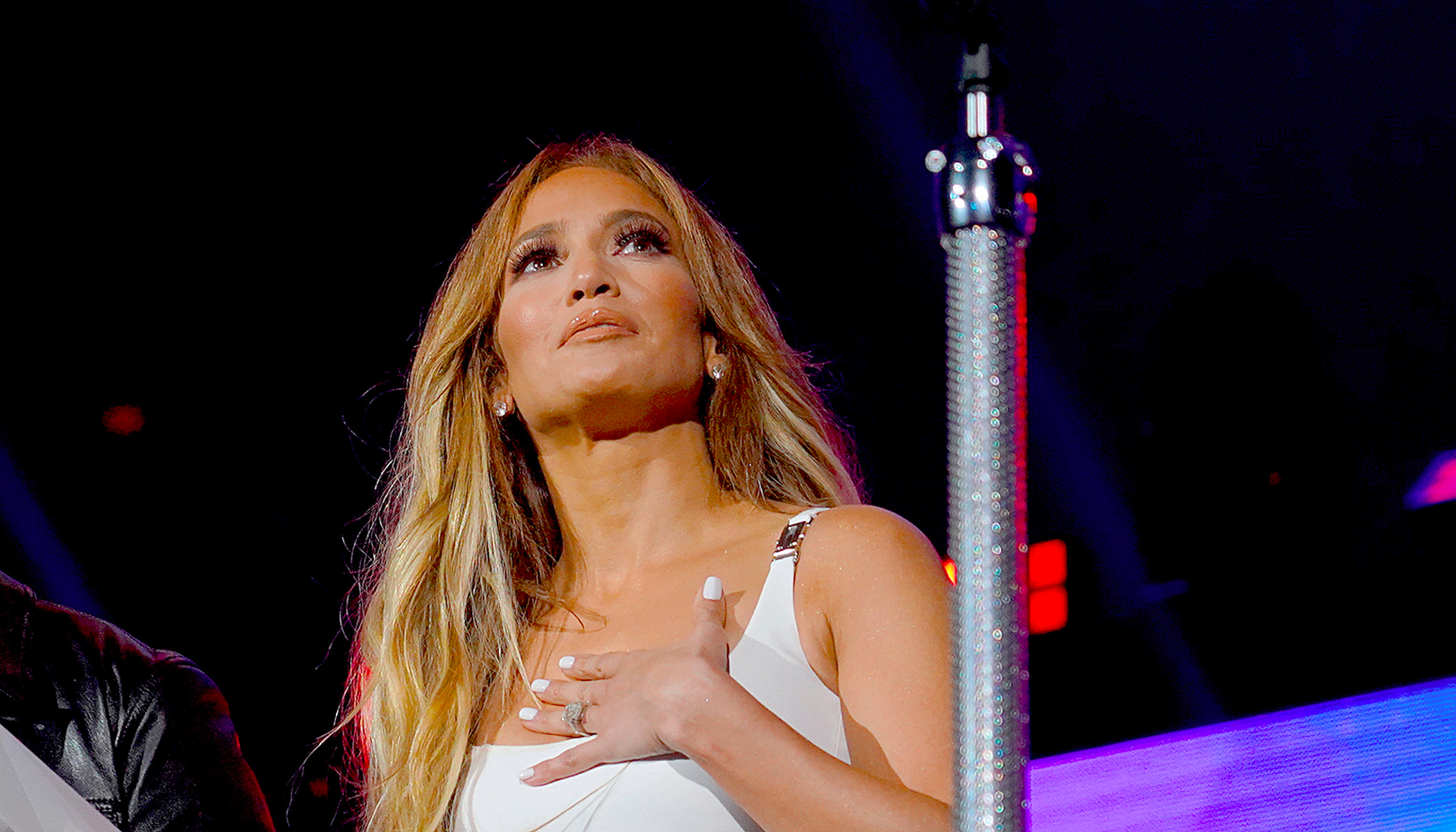 J Lo Brought to Tears by Teacher's Heartbreaking Post of Hungry Student, Pledges 1-yr Food Donation