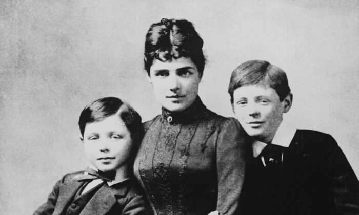(L–R) John Strange Spencer-Churchill. his mother Lady Randolph, and Winston Churchill, the future British Prime Minister. (General Photographic Agency/Getty Images)