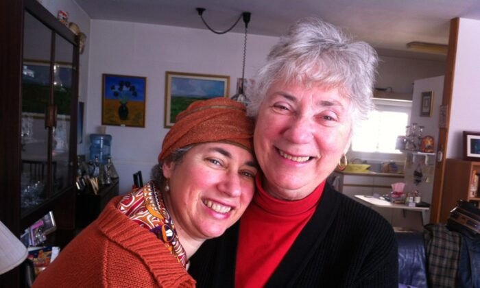 Miriam Green (L) and her mother, Naomi Cohen. (Courtesy of Miriam Green)