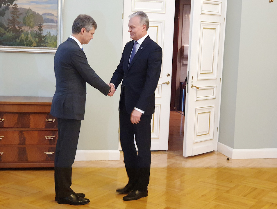 Lithuanian President Nauseda shakes hands with Director of the State Security Department Jauniskis in Vilnius