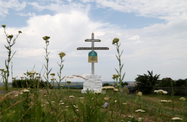 A view shows a cross near the crash site of Malaysia Airlines Flight MH17 plane, that was shot down over territory held by pro-Russian separatists in 2014, outside the village of Hrabove in Donetsk Region, Ukraine June 19, 2019. (Alexander Ermochenko/ Reuters/File Photo)