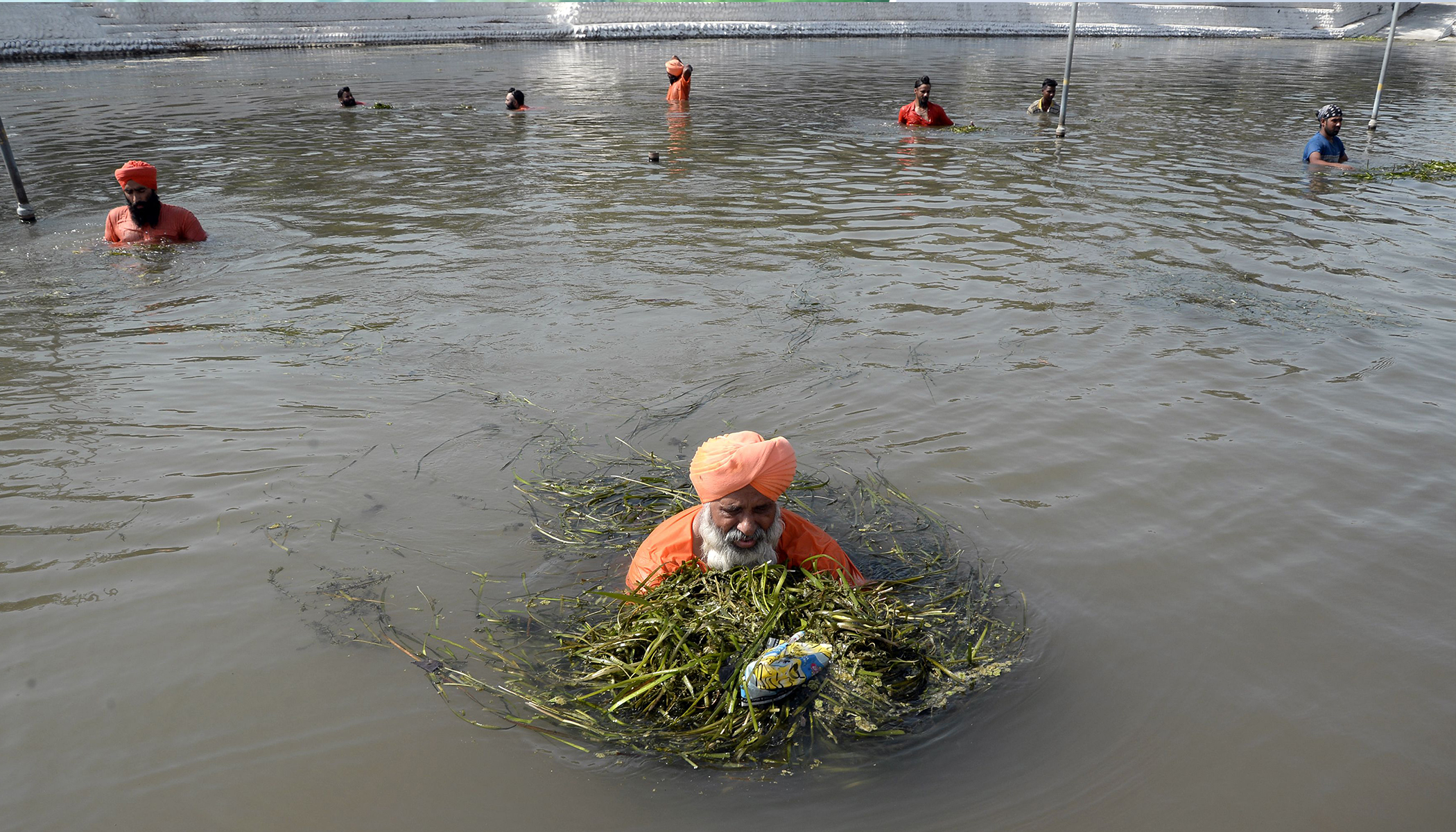 Meet the Amazing Man Who Helped Clean Up a 160-Kilometer-Long River With His Volunteers