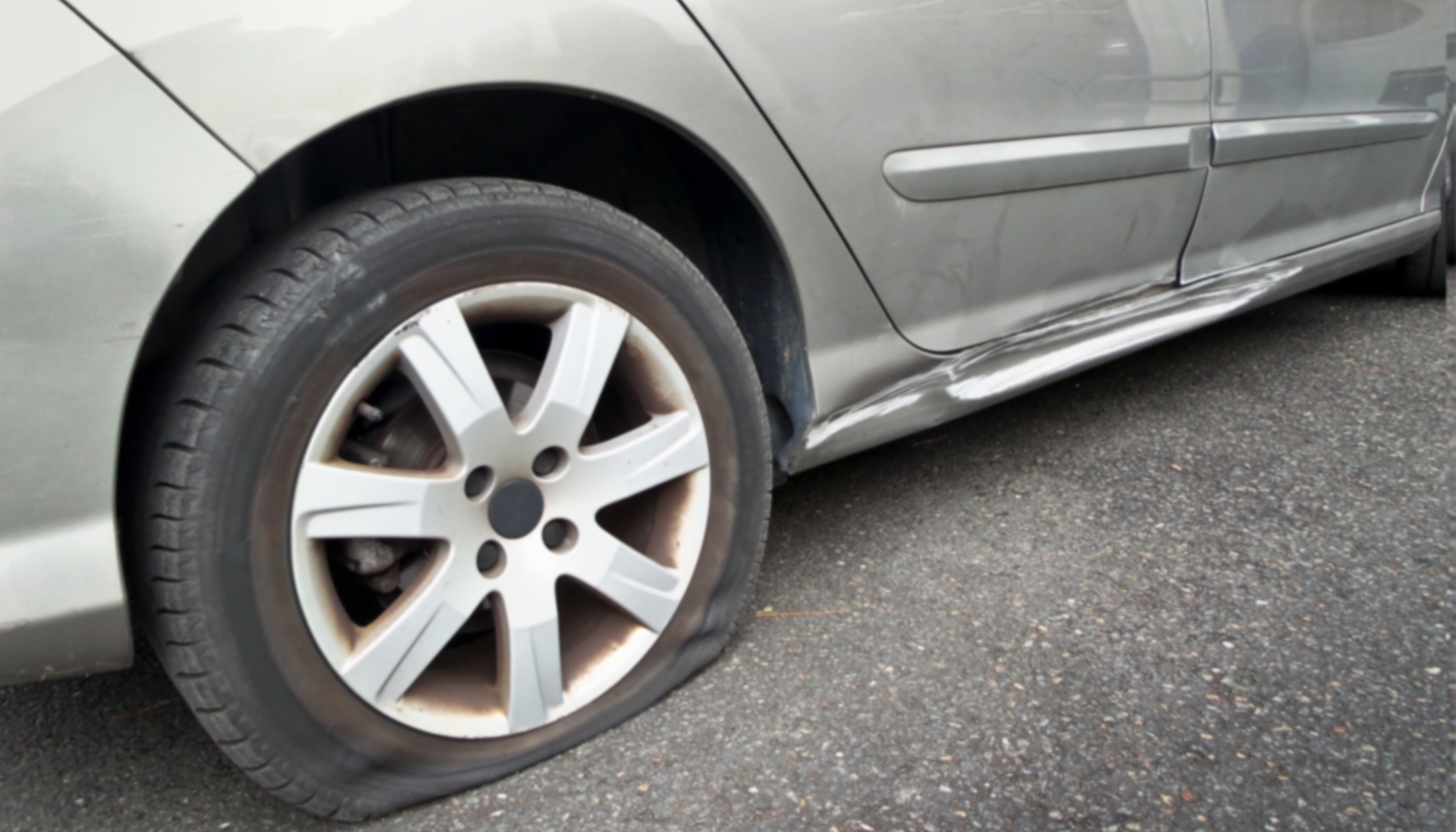 Good Samaritan Sees Woman Stranded With a Flat Tire on I-85, Stops and Gives Her a Spare