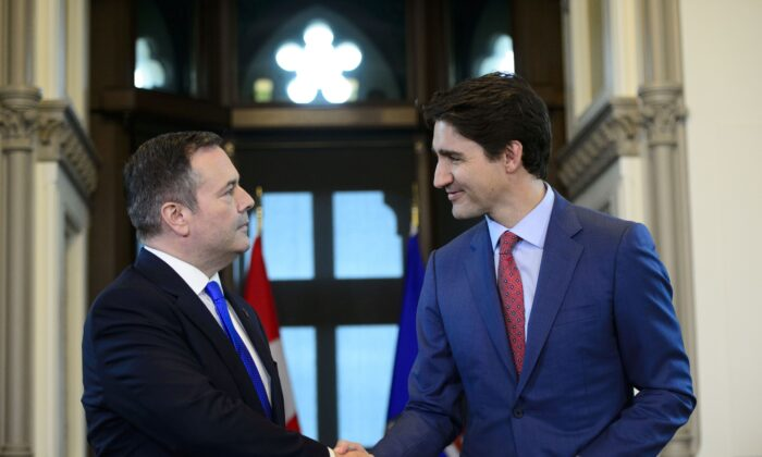 Prime Minister Justin Trudeau shakes hands with Alberta Premier Jason Kenney in Trudeau's office on Parliament Hill on May 2, 2019. (The Canadian Press/Sean Kilpatrick)