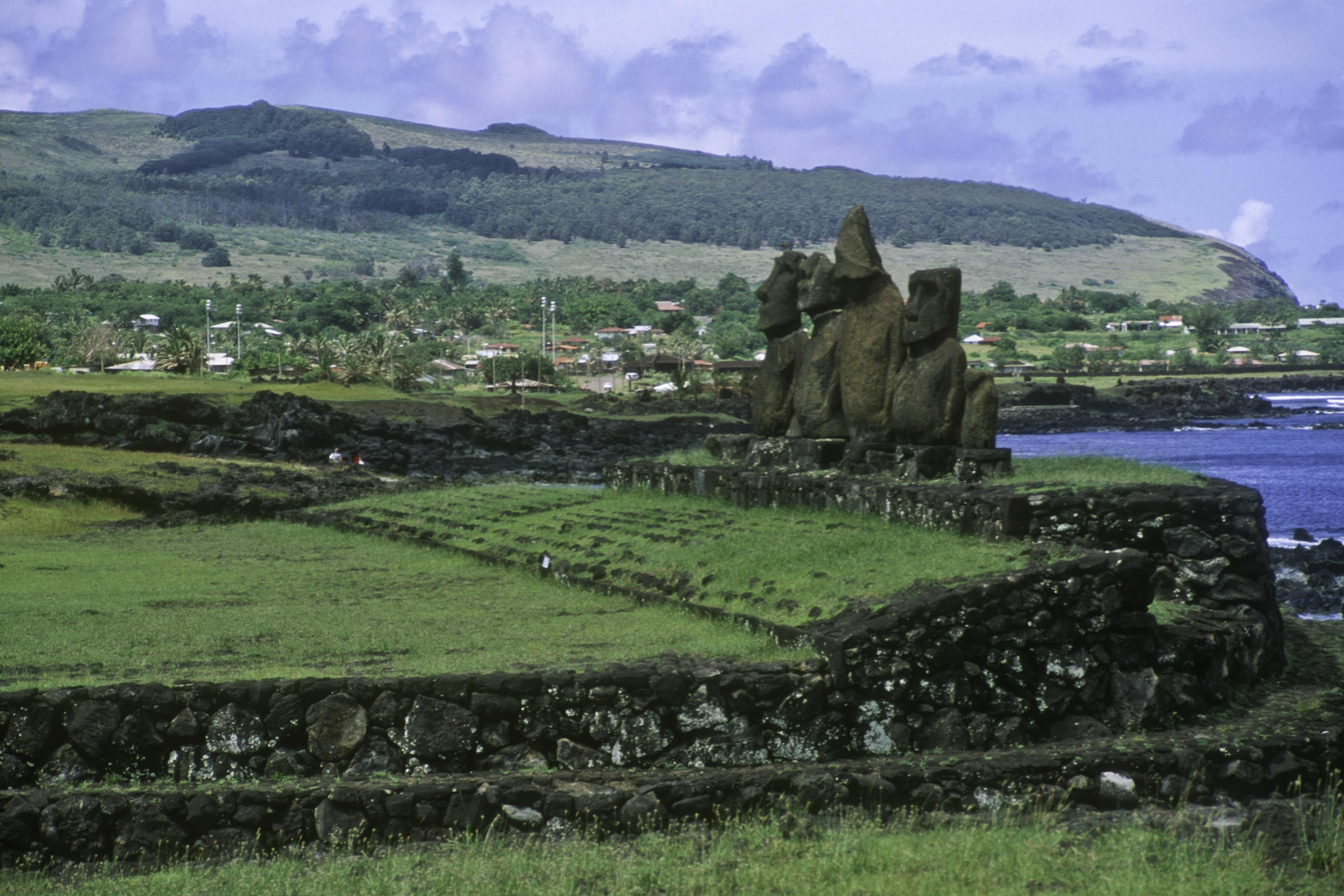 AHU VAI URI-EASTER ISLAND-37339