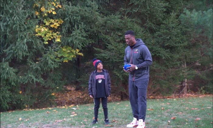 As a child, Benjamin Watson followed his father to games and training camps and developed his love of football early. His son Isaiah loves football just as much as Watson did when he was his age. (Shenghua Sung/NTD)