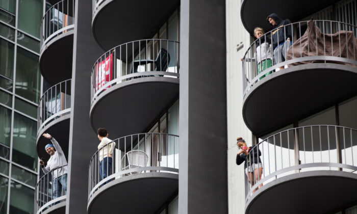 People on a high-rise apartment in Seattle, Washington, on March 24, 2018. (Lindsey Wasson/Getty Images)