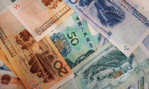 China Drops Below Canada as Currency Trading Plunges by 12.3%