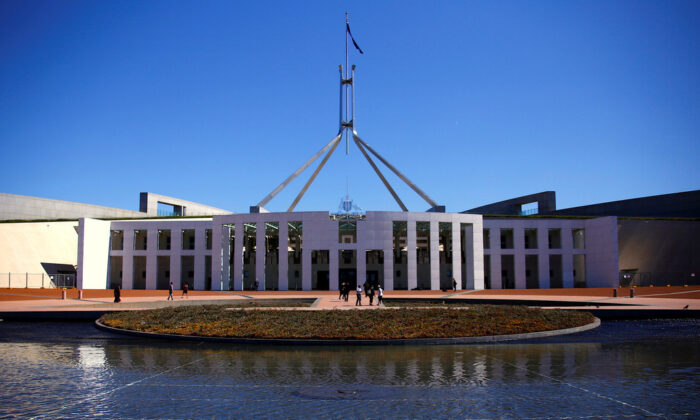 FILE PHOTO: Tourists walk around the forecourt of Australia's Parliament House in Canberra, Australia on Oct. 16, 2017. (REUTERS/David Gray/File Photo)