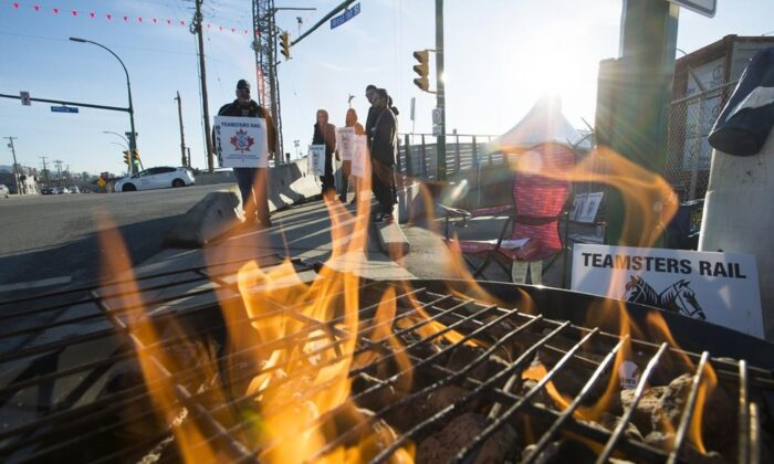 Striking CN rail members are seen in North Vancouver on Nov. 20, 2019. (The Canadian Press/Jonathan Hayward)
