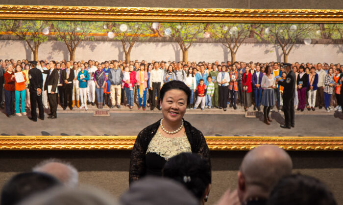 """Haiyan Kong won the Gold Award at the 5th NTD International Figure Painting Competition with her work """"April 25th, 1999"""" on Nov. 26, 2019, at the Salmagundi Club in New York. (Chung I Ho/ The Epoch Times)"""