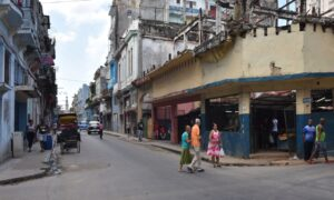 Illegal? 50 US Leftists Get Political With Communists in Cuba