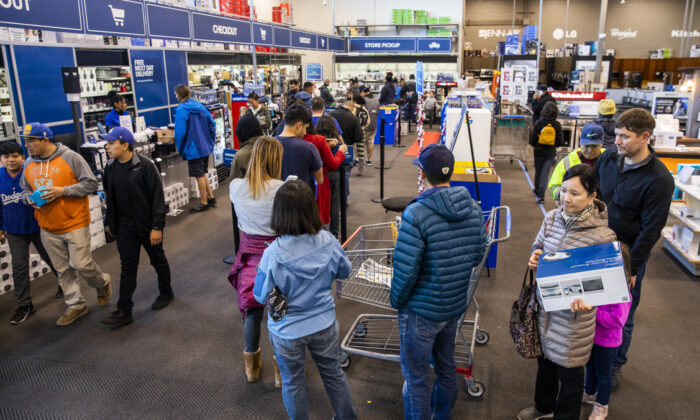Black Friday shoppers wait to purchase goods at a Best Buy store in Emeryville, Calif., on Nov. 29, 2019. (Philip Pacheco/Getty Images)
