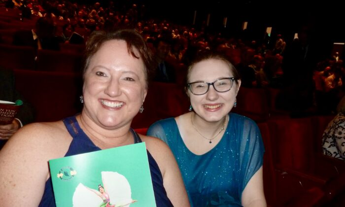 Houston Theatergoers Welcome the New Year with Shen Yun