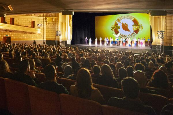 Shen-Yun-shenyun-audience-20191231-200pm-sanfrancisco-Curtain-shenyun-1.jpg