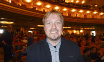 Couple See Shen Yun Last Minute After Waiting 10 Years