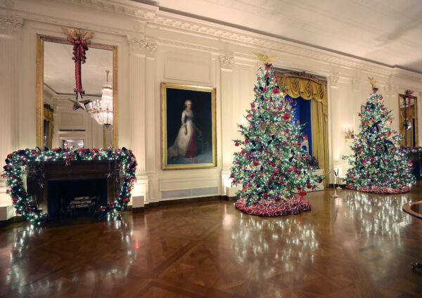 white-house-decorations-2019-east-room