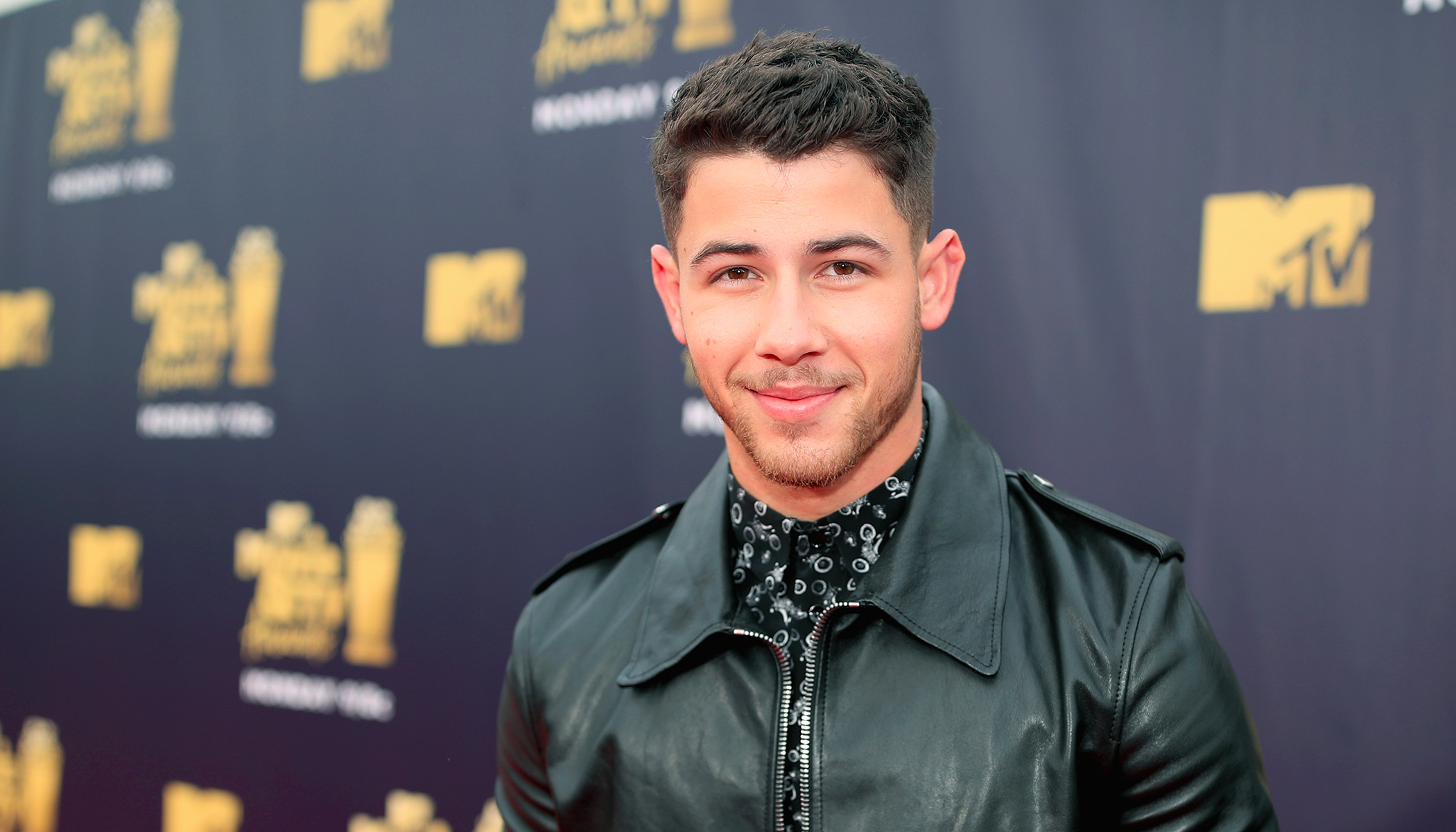 Clueless Dad Texts Daughter 'Who Is Nick Jonas?' While Sitting Beside Him on an Airplane