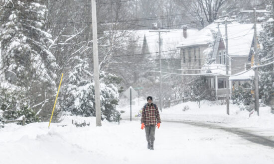 Schools, Offices Close as Long-Lived Storm Clobbers US East