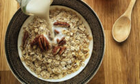 8 Amazing Health Benefits of Eating a Bowl of Oatmeal Every Morning