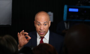 Booker Says Top 6 Democratic Candidates Have 'No Diversity Whatsoever'