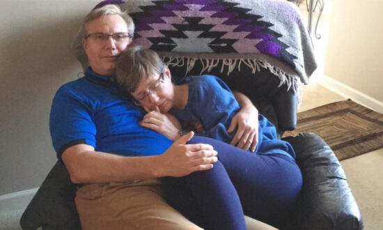 Story of Love and Faith: Photo of Man Caring for Wife Who Had Dementia Touches Countless