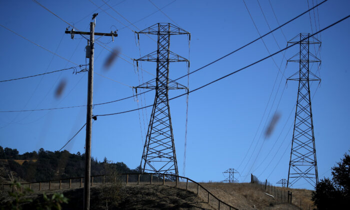 A view of power lines during a Pacific Gas and Electric public safety power shutoff in Santa Rosa, Calif., on Nov. 20, 2019. (Justin Sullivan/Getty Images)