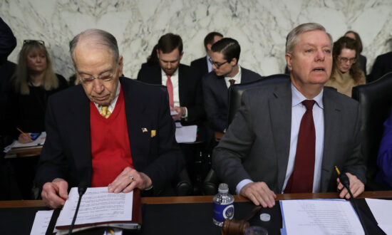 Senators Seek Interviews With Former DNC Consultant, Ukrainian Embassy Official in Probe of Ukraine Election Interference