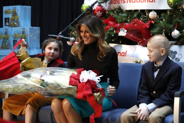 Melania receives flowers from kids