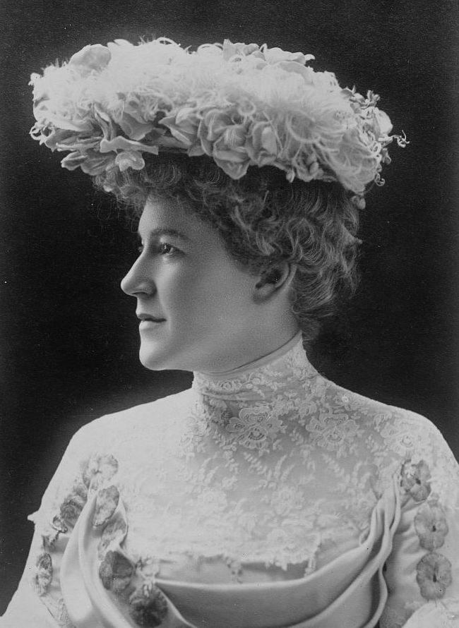 Ella_Wheeler_Wilcox_circa_1919