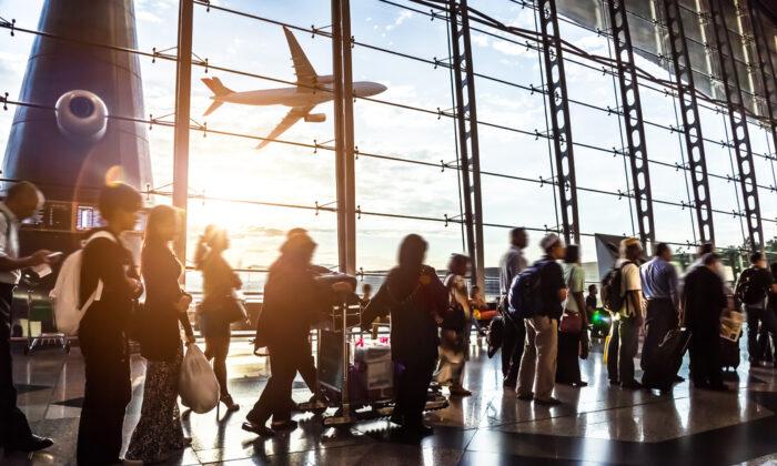 Flypast terminal. (06photo/Shutterstock)