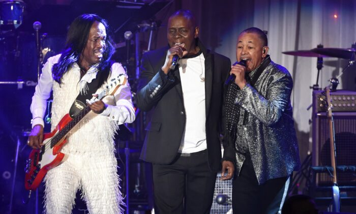 (L-R) Verdine White, Philip Bailey, and Ralph Johnson of Earth, Wind & Fire perform at the 2016 Clive Davis Pre-Grammy Gala in Beverly Hills, Calif., on Feb. 14, 2016. (Chris Pizzello/Invision/AP)
