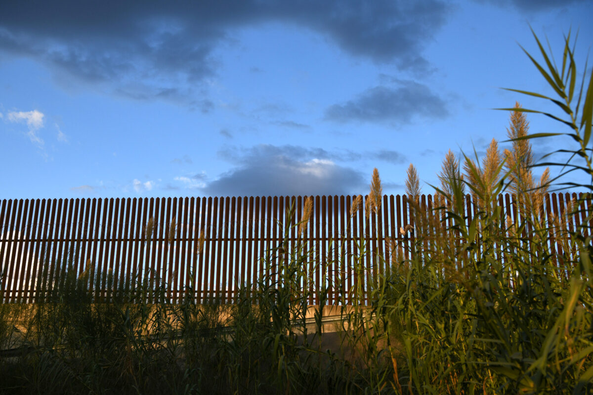 1,600 Immigrants Arrested Over 3 Days in Single Texas Border Sector: Official