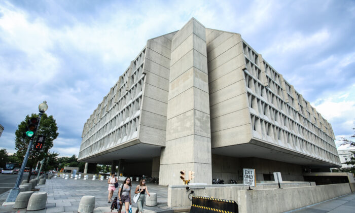 The Department of Health and Human Services building in Washington on Aug. 14, 2018. (Samira Bouaou/The Epoch Times)